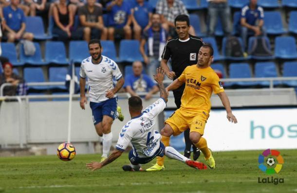 El colegiado valenciano Ais Reig, durante el encuentro de la jornada 15 entre Tenerife y UCAM Murcia | LaLIGA