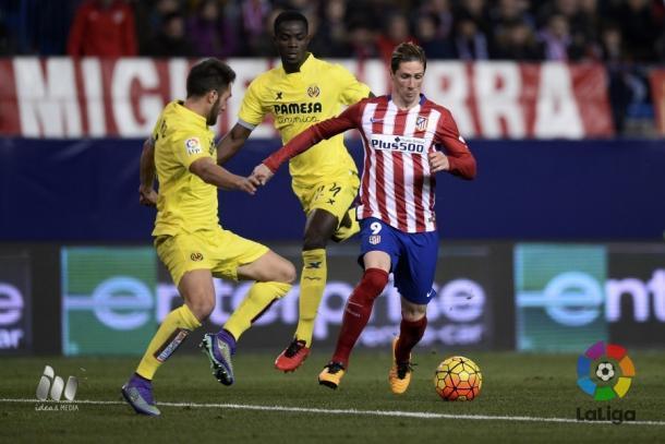 Víctor Ruiz y Bailly defendiendo un ataque de Torres la pasada campaña | Fuente: laliga.es
