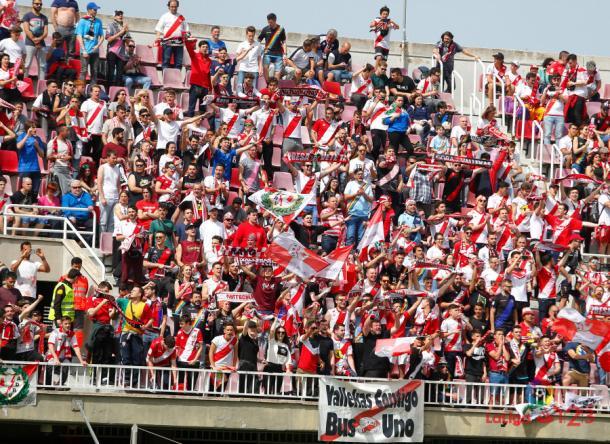 Aficionados del Rayo Vallecano animando a su equipo | Fotografía: La Liga
