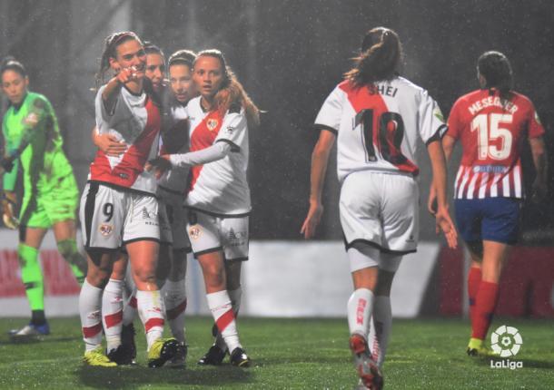 Jugadoras del Rayo Vallecano celebrando un gol | Fotografía: La Liga