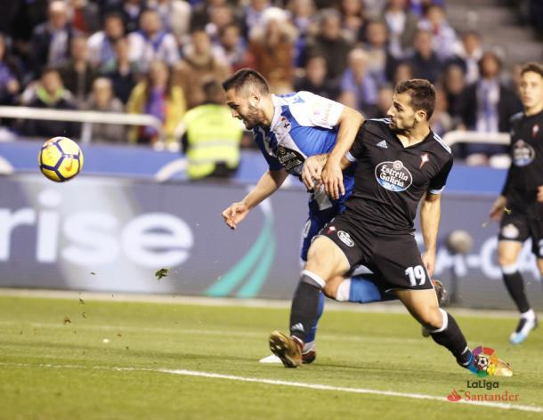 El delantero rumano logró anotar el único tanto para el Deportivo. / Imagen: LaLiga