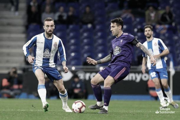Hugo Malo y Sergi Darder disputando un balón.   Fuente: LaLiga