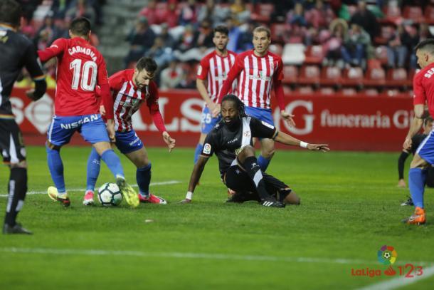 Ba tratando de defender una acción | Fotografía: La Liga