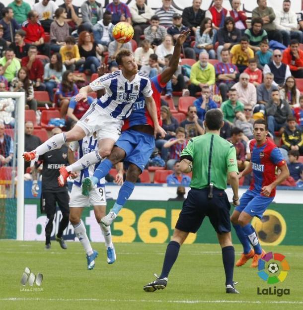Zurutuza salta con Lerma en el Ciutat. Foto: LFP