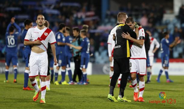 Alberto consolando a Trashorras | Fotografía: La Liga