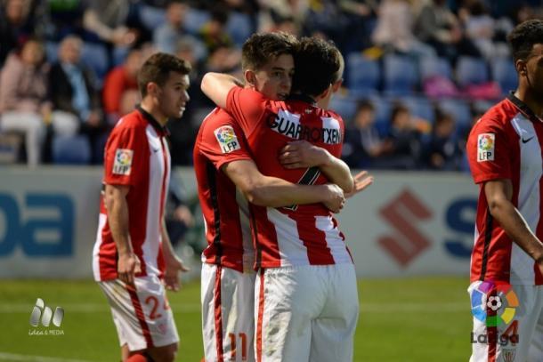 Seguín celebra su gol con Guarrotxena   Foto: LFP.