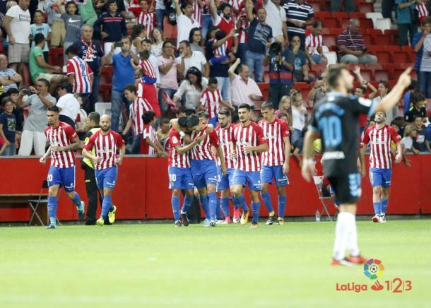 Los jugadores del Sporting celebrando un gol contra el Lugo | Imagen: LaLiga