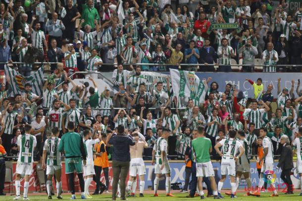 Los jugadores del Córdoba celebrando la victoria en Reus. Fuente: LaLiga