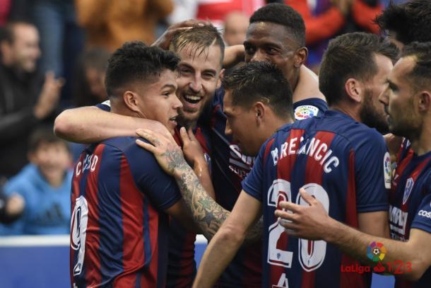 Los jugadores del Huesca celebran el empate del Cucho | Foto: LFP