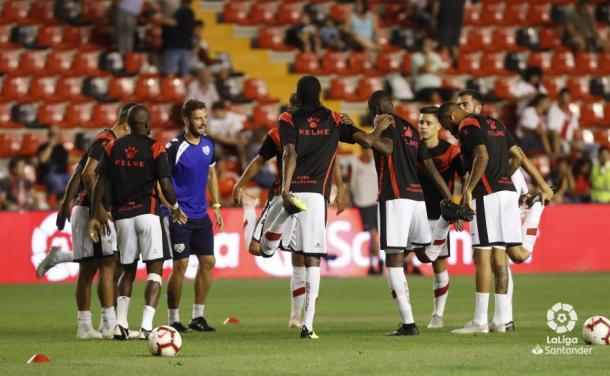 Jugadores del Rayo Vallecano calentando   Fotografía: La Liga