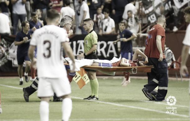 Papu es retirado en camilla tras su lesión de tobillo | Foto: LaLiga