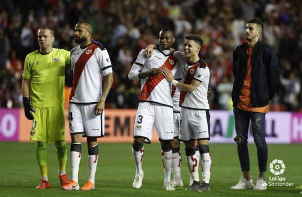 Jugadores del Rayo Vallecano celebrando una victoria | Fotografía: La Liga