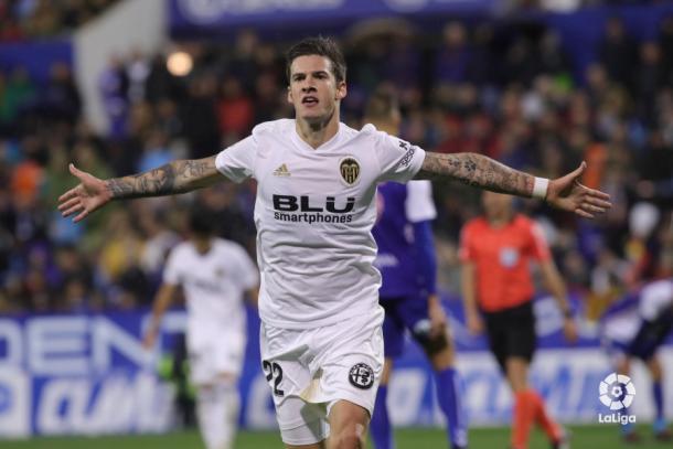Santi Mina celebra un gol con el Valencia I Foto: LaLiga