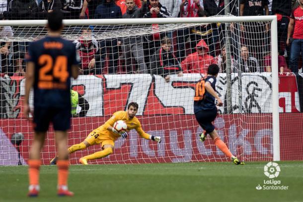 Parejo tirando el penalti   Foto: La Liga Santander