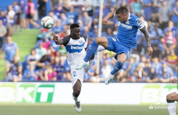Wakaso y Arambarri pugnan por un balón | Foto: LaLiga Santander