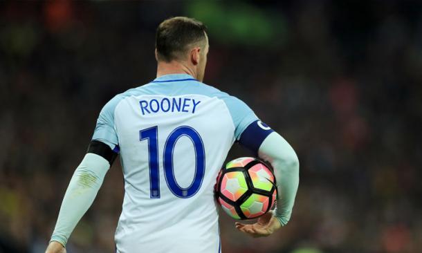 Rooney con el brazalete de capitán de la selección inglesa. Foto: Getty Images.