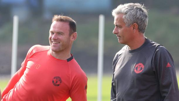 Mourinho takes Manchester United training before the Feyenoord clash | Photo: Sky Sports