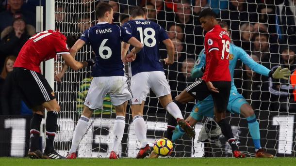Gareth Barry marcando su primer gol, ante el United (west brom twitter)