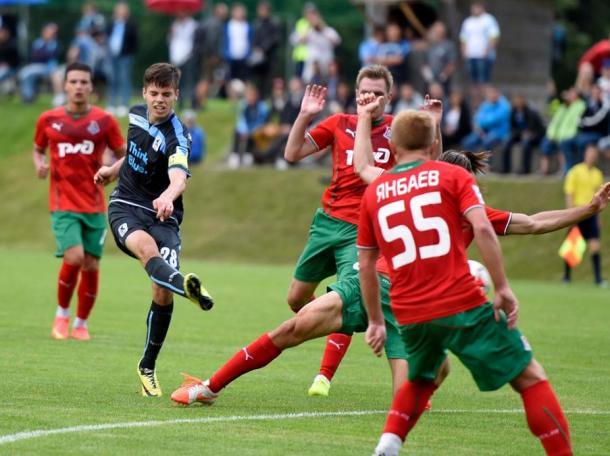 Weigl com a braçadeira de capitão no time titular do 1860 Munique (MIS)