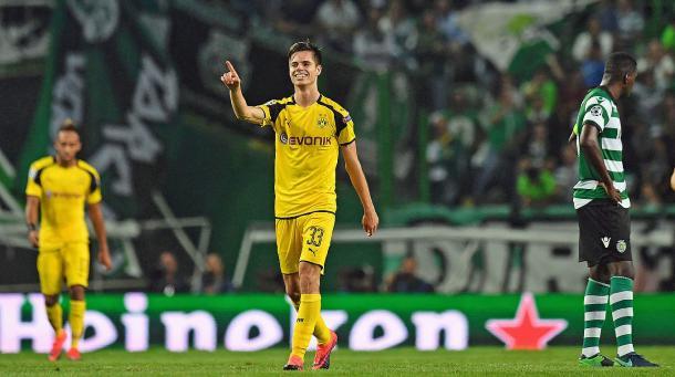 Weigl comemora seu primeiro gol na Champions League contra o Sporting Lisboa (Getty Images)