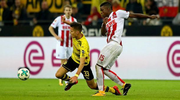 Weigl na partida contra o Colônia, quebrando o record de passes da Bundesliga (Getty Images)