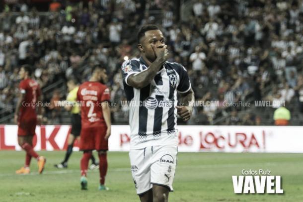 Dorlan Pabón festeja el tercer gol ante Lobos BUAP | Foto: Carlos Ruíz VAVEL