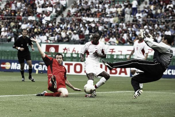 Gol de Wilmots em 2002 contra a Tunísia (Fonte:Getty Images)
