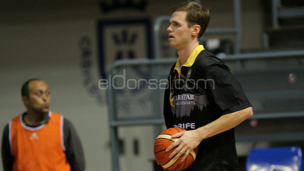 Will Hanley, during hist stage in CB Canarias | Picture: www.eldorsal.com