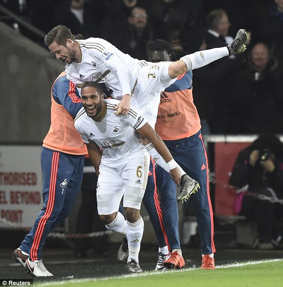 Williams celebrates Sigurdsson's strike with the man himself. (Photo: Reuters)