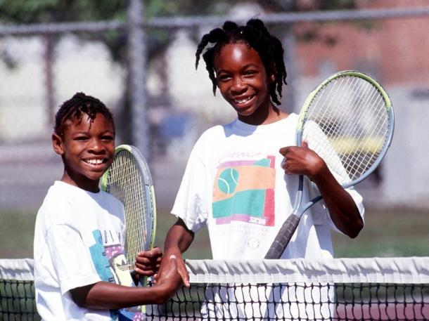 Serena Williams a esquerda e Venus Williams a direita quando eram crianças. Foto: Paul Harris/Getty Images