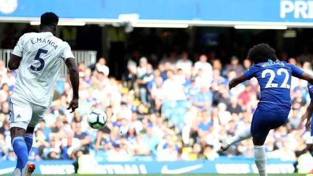Willian en el cuarto gol del Chelsea. Foto: Premier League.