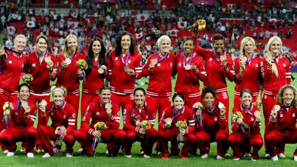 LeBlanc celebrates her bronze medal with the team at the 2012 Olympics | Source: olympics.ca