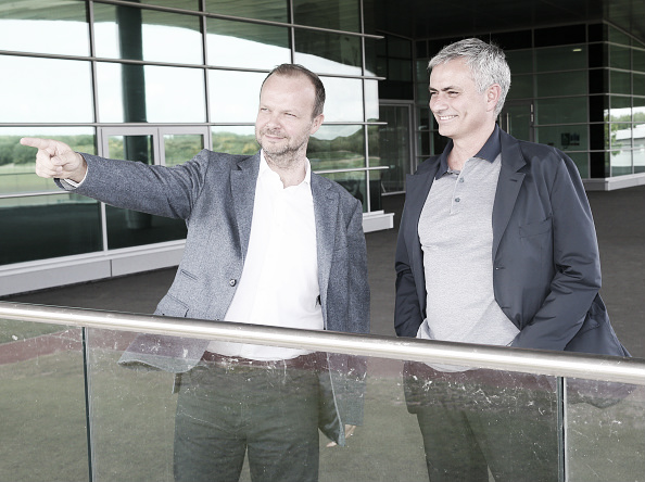 Ed Woodward welcomes Mourinho to United's training complex | Photo: Manchester United/ John Peters