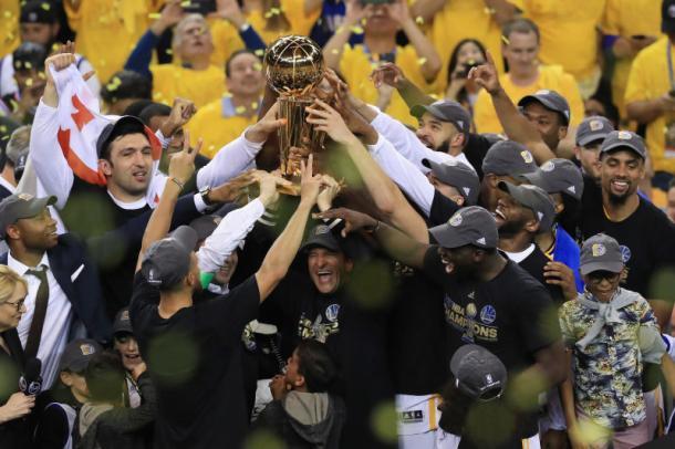 I festeggiamenti dei Golden State Warriors per la conquista del secondo titolo. Fonte Immagine: The Root