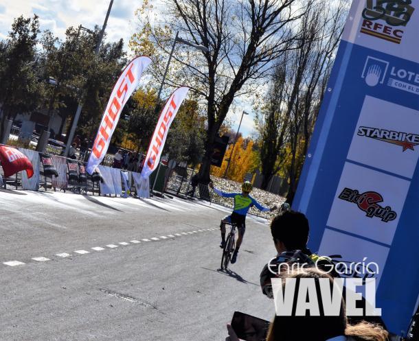 Xabier Murias ganando en Manlleu. | Fuente: Enric Garcia - VAVEL