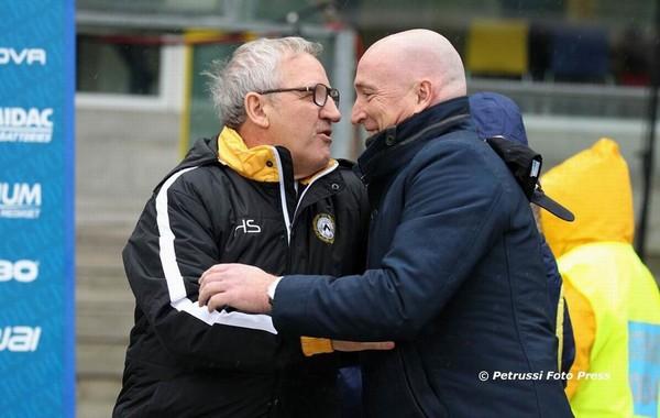 Delneri saluta Maran. Fonte: www.facebook.com/UdineseCalcio1896