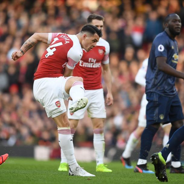 De longe, Xhaka conseguiu abrir o placar da partida (Divulgação / Arsenal)