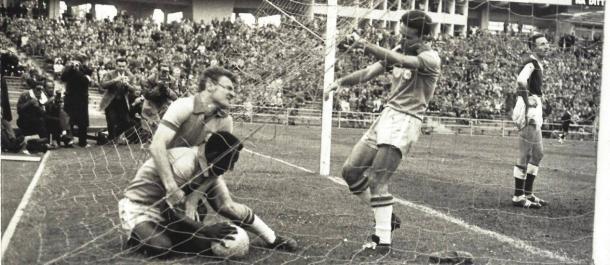 Primeiro gol de Pelé na Copa do Mundo pela Seleção Brasileira (Divulgação/Luiz Carlos Barreto)