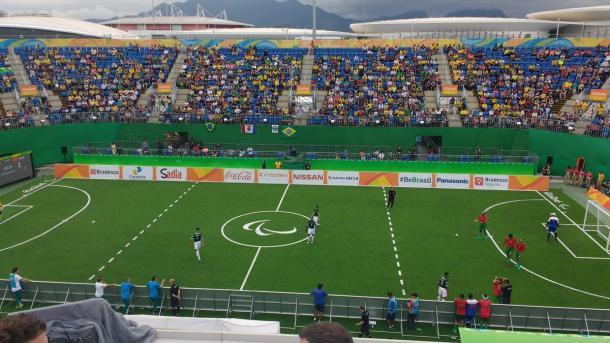 Público fez a festa durante estreia brasileira no futebol de 5 | Foto: Pedro Henrique Guimarães/VAVEL Brasil