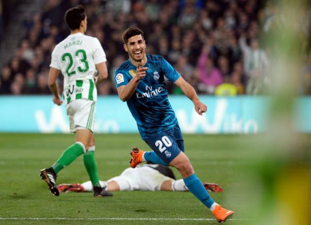 Asensio comemorando seu segundo gol, o da virada   Foto: Cristina Quicler/Getty Images