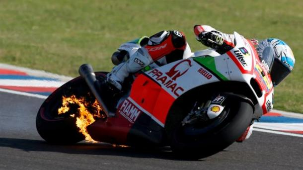 Hernandez bike fire during the 2015 race | Photo: Yahoo