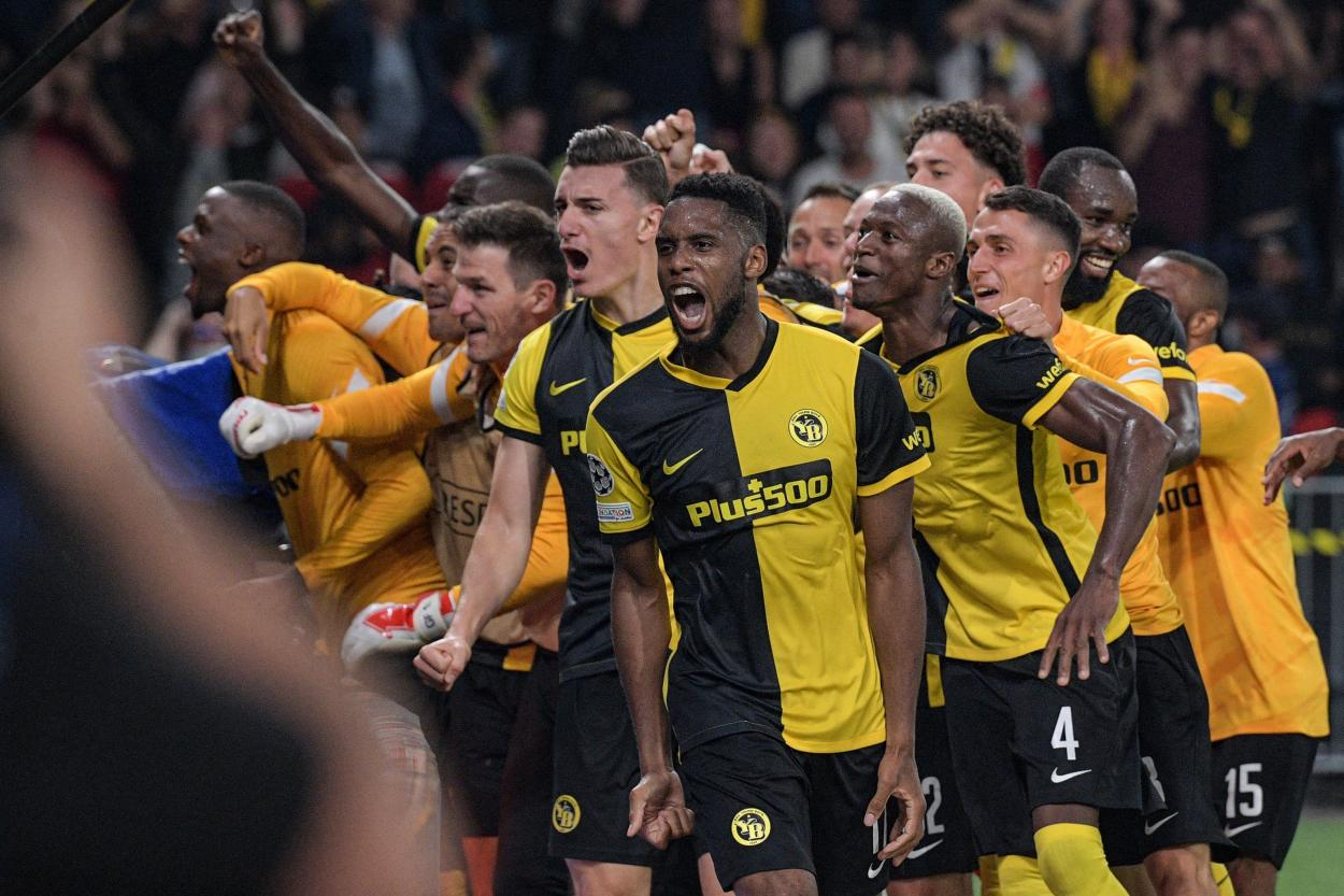 Locura en el Stade de Suisse tras la remontada. | Foto: <strong><a  data-cke-saved-href='https://vavel.com/es/futbol-internacional/2021/06/11/1074366-croacia-necesita-a-rebic.html' href='https://vavel.com/es/futbol-internacional/2021/06/11/1074366-croacia-necesita-a-rebic.html'>UEFA Champions League</a></strong>