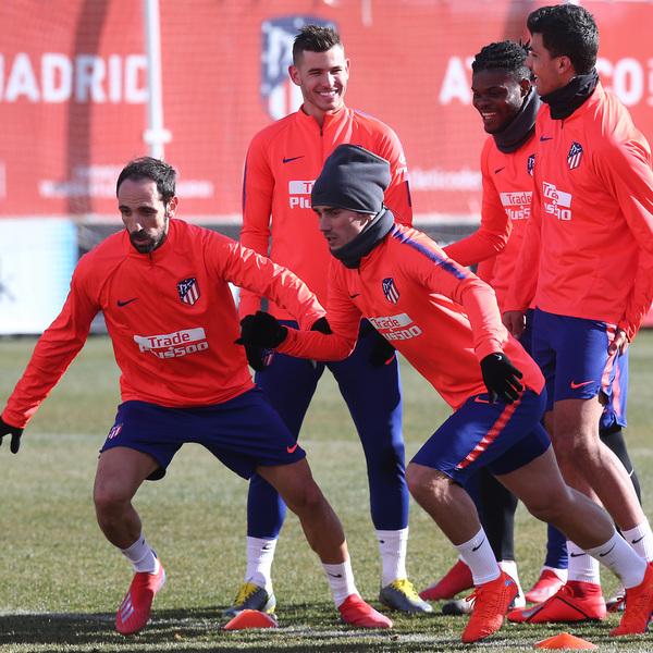 El buen humor reina en el último entrenamiento antes de jugar contra el Betis. Foto: Web oficial Atlético de Madrid.