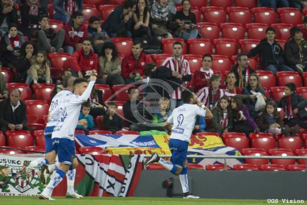 El Zaragoza celebra su gol en San Mamés