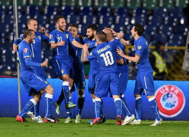 Italy celebrate scoring against Bulgaria during qualifying | photo: gettyimages