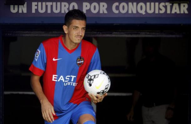 Could Zouhair Feddal be the latest signing under Pulis?   Source: Levante