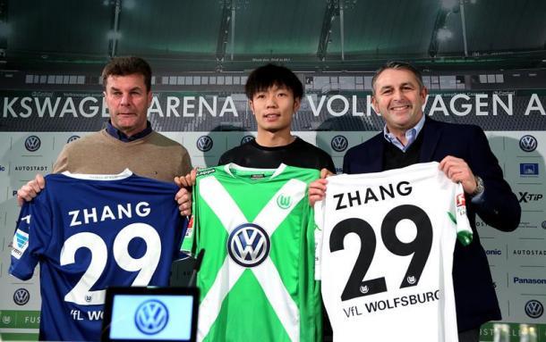Xizhe Zhang no tuvo minutos en VfL Wolfsburg | @vfl_wolfsburg