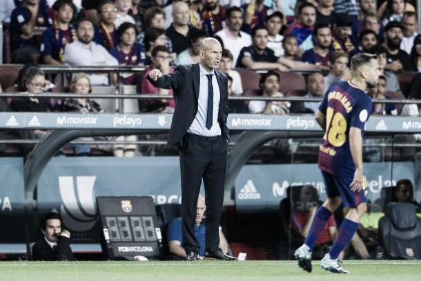 Zidane irá em busca de sua primeira vitória no El Clásico, atuando no Bernabéu (Foto: Power Sport Images/Getty Images)