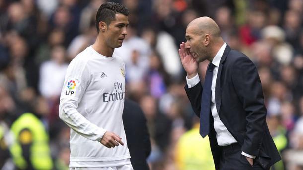 Zinedine Zidane a colloquio con Cristiano Ronaldo - Foto Getty Images