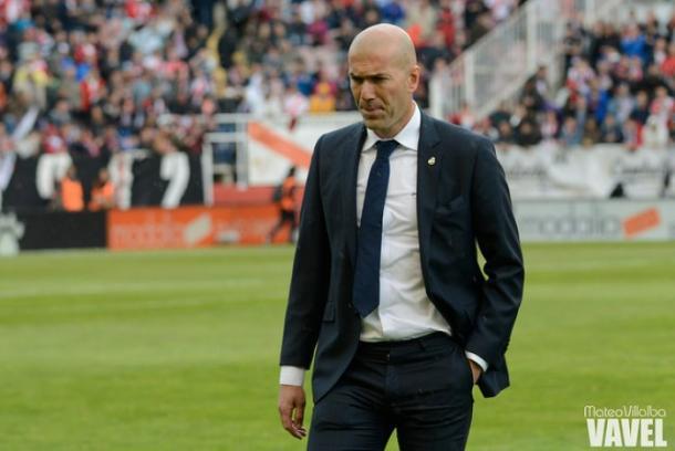 Zidane entra al campo antes del comienzo del partido/Foto:Vavel(Mateo Villalba)